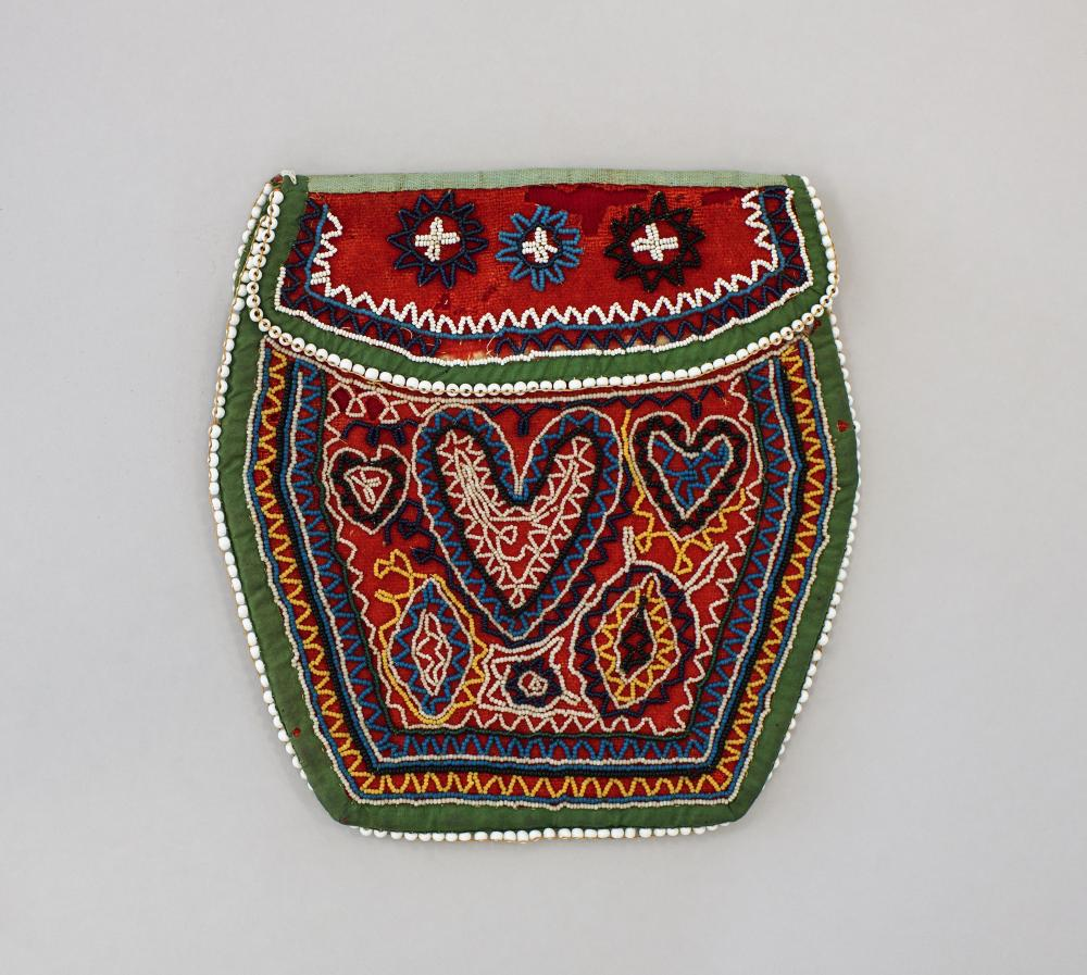 Mohican beaded purse with heart motif