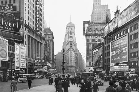 Old photo of New York City street scene